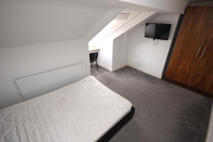 Room 7 (2)